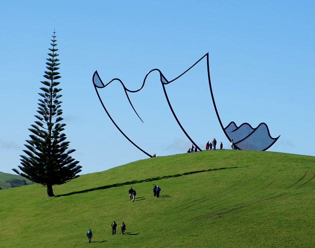 Huge cartoon-like steel sculpture by Neil Dawson